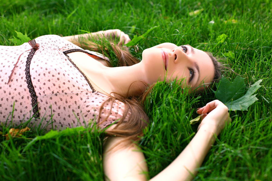 girl-lying-down-on-grass