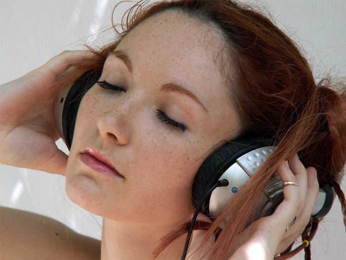 stoner-listen-to-music