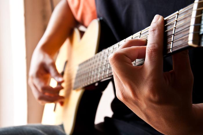 stoner-playing-music-instument