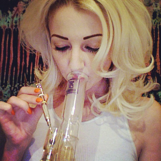 GIRLS-GONE-GANJA-BEAUTIFUL (1)