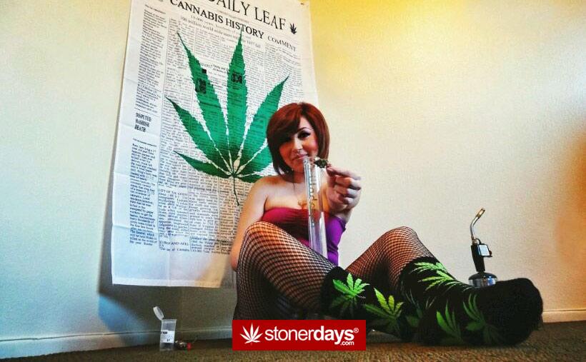 stoner-passing-marijuana