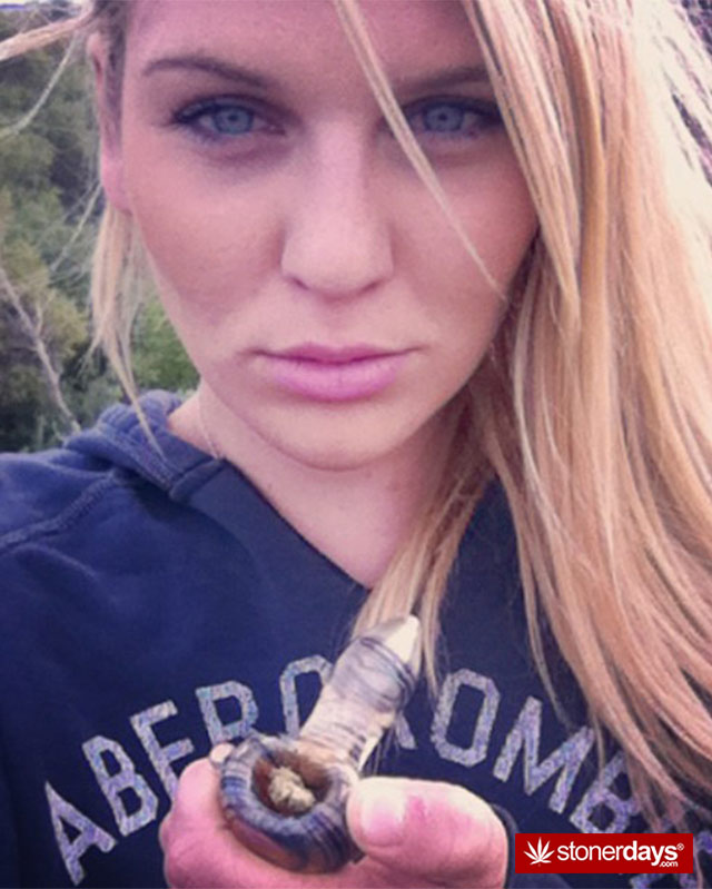 hottie-stoner-glass