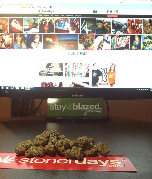Stoners-girls-smoke-weed
