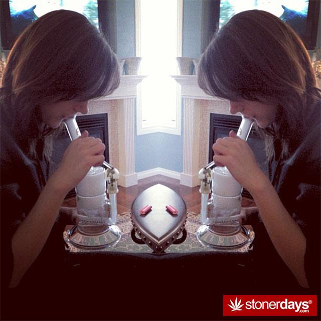 dabbing-smoking-weed-shatter-(31)