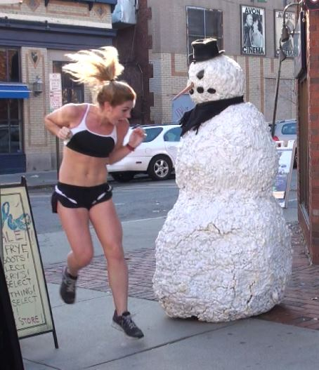 funny-scary-snowman-prank2