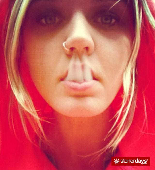 hot-girls-smoking-weed-(18)