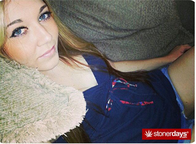 hot-girls-smoking-weed-(5)