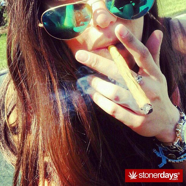 hot-stoners-bong-weed-pics (126)