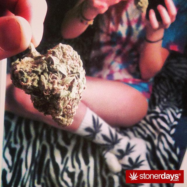 hot-stoners-bong-weed-pics (148)