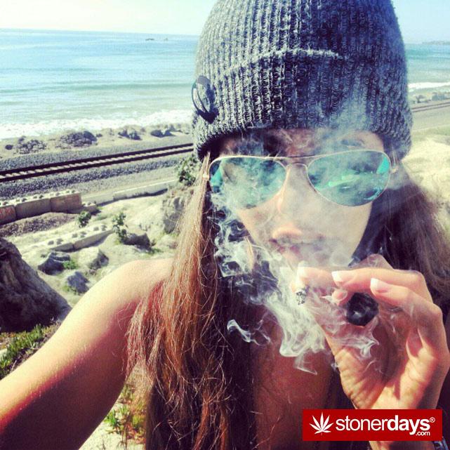 hot-stoners-bong-weed-pics (20)