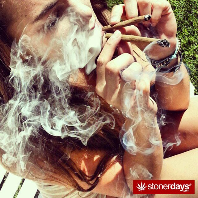 hot-stoners-bong-weed-pics (45)