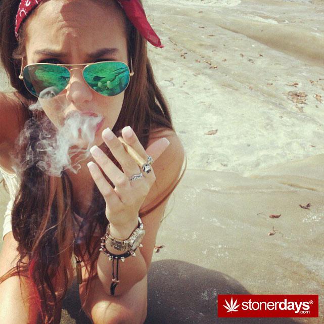 hot-stoners-bong-weed-pics (53)