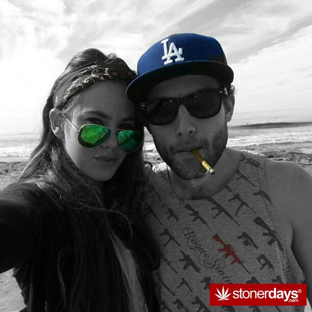hot-stoners-bong-weed-pics (55)
