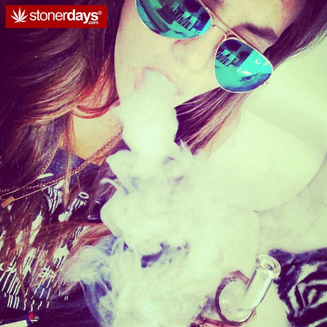 hot-stoners-bong-weed-pics (71)