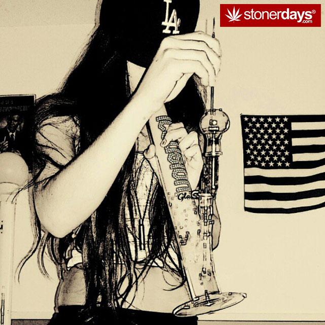 hot-stoners-bong-weed-pics (87)