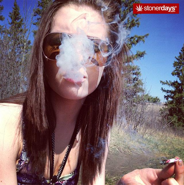 sexy-stoner-girls-(3)