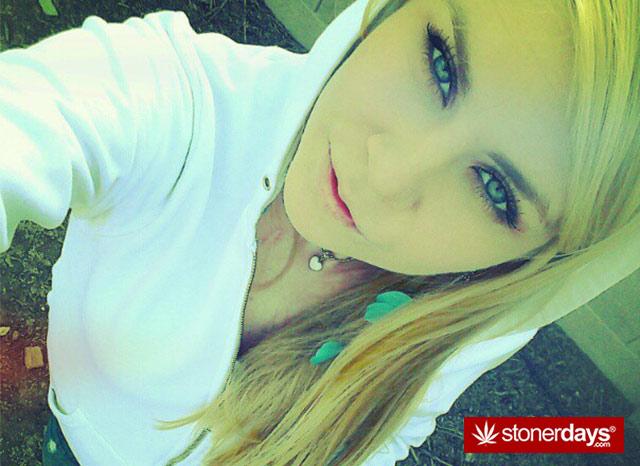 sexy-stoner-pics-(32)