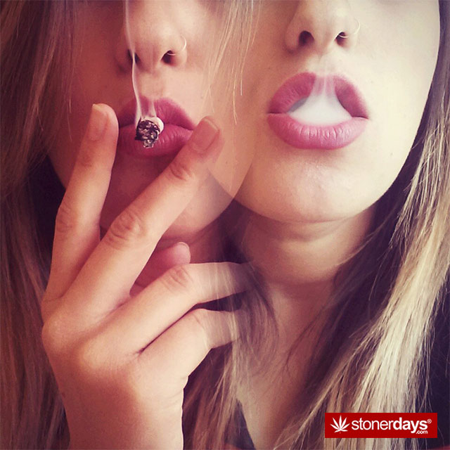 sexy-stoner-pics-(50)