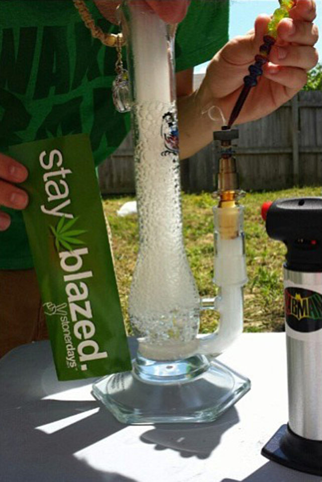 Stoner pictures marijuana bongs | StonerDays