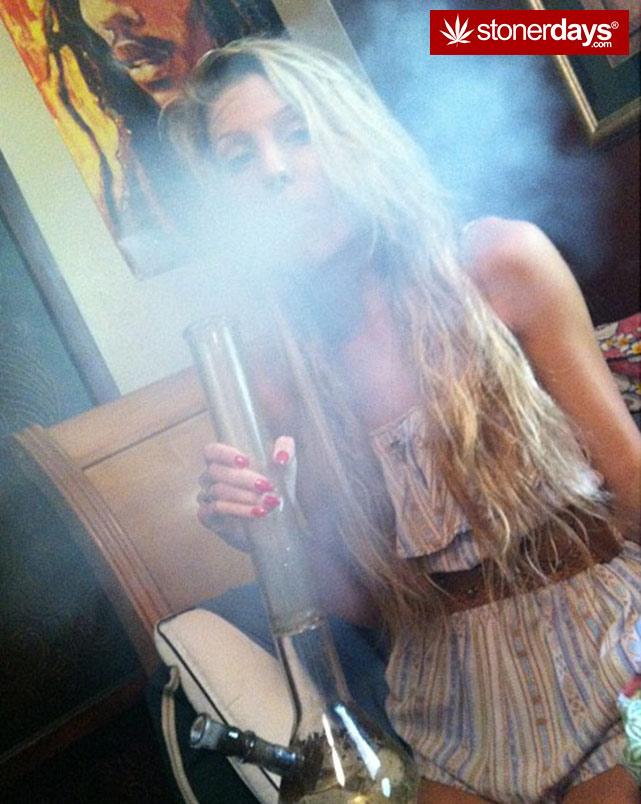 fat-blunts-girls-smoking-weed (44)