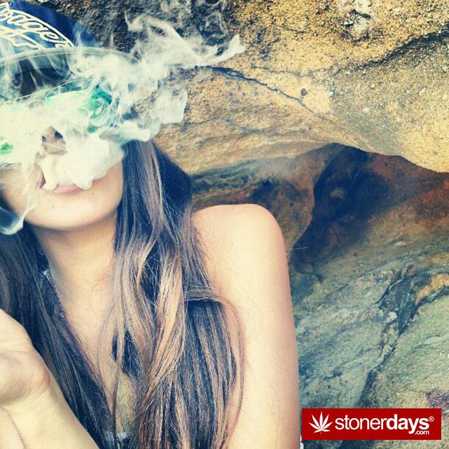 hot-stoners-bong-weed-pics (99)