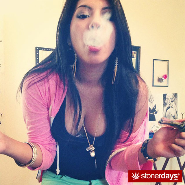 hotties-smoking-bongs (102)