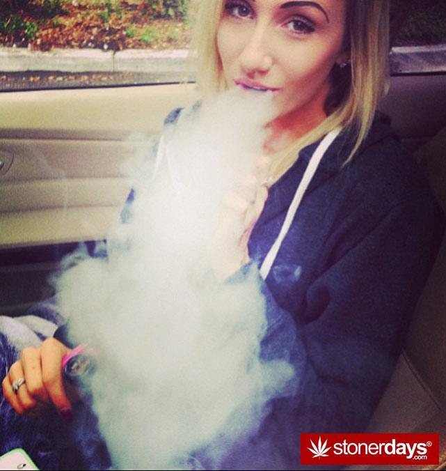 sexy-stoner-marijuana-pictures (15)