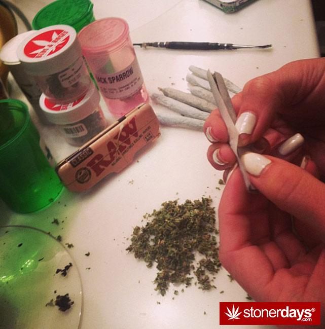 sexy-stoner-marijuana-pictures (313)