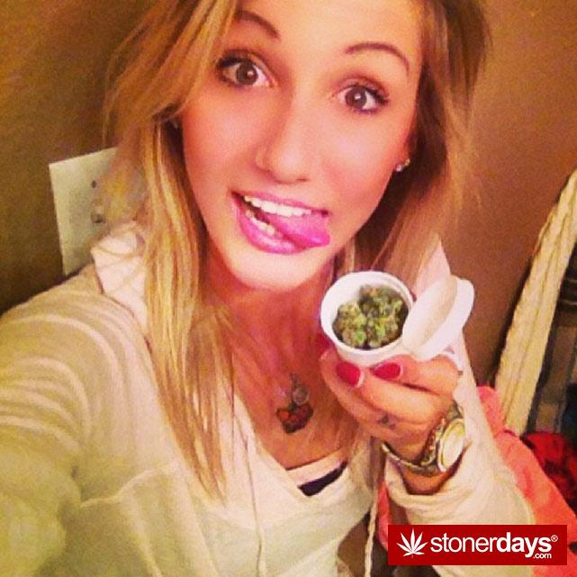 sexy-stoner-marijuana-pictures (333)