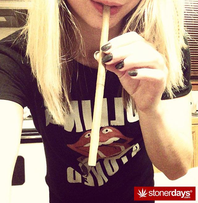 sexy-stoner-marijuana-pictures (421)