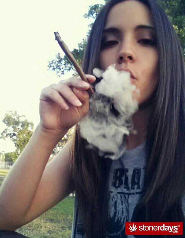sexy-stoner-marijuana-pictures (431)