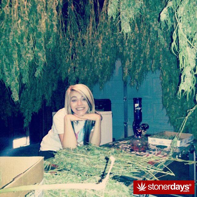 sexy-stoner-marijuana-pictures (486)