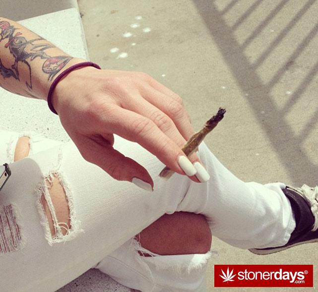 sexy-stoner-marijuana-pictures (75)