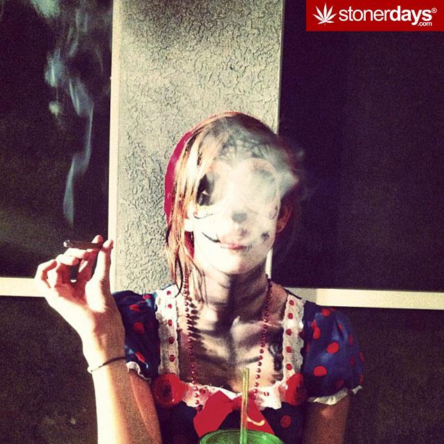 stoner-girls-smoking-weed (20)