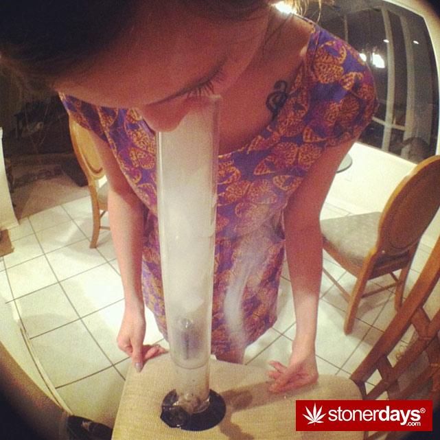 stoner-girls-smoking-weed (56)