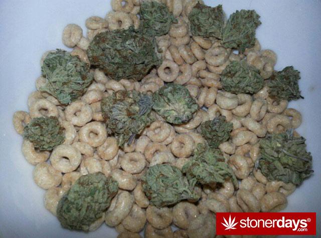 stoner-babes-marijuana-munchies-baakedblondiie-(84)